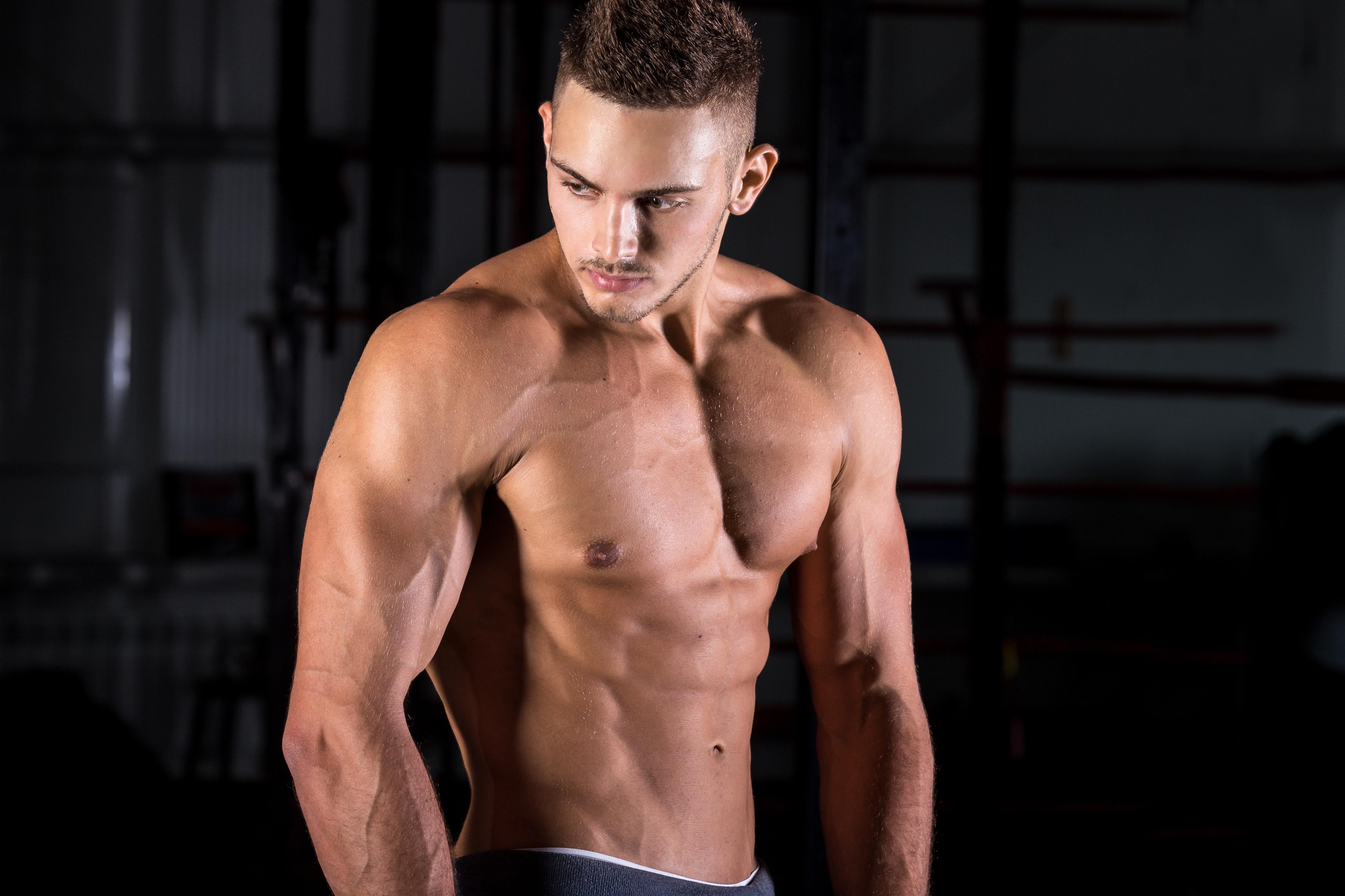 OCDB7E0 - Bentuk Otot Kekar Hanya Dengan Berdiam Di Kamar