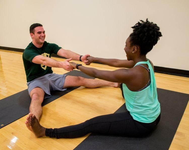 TOKO ALAT FITNESS ARTIKEL 9 POSE YOGA DILAKUKAN DENGAN PASANGAN 6 - 9 Pose Yoga Ini Bisa Dilakukan Bareng Pasangan!